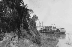 Barco de transporte na Amazônia. Foto de Mario de Andrade, 1927